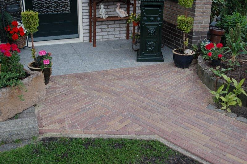 Minikraan - Dek een terras met tegels ...